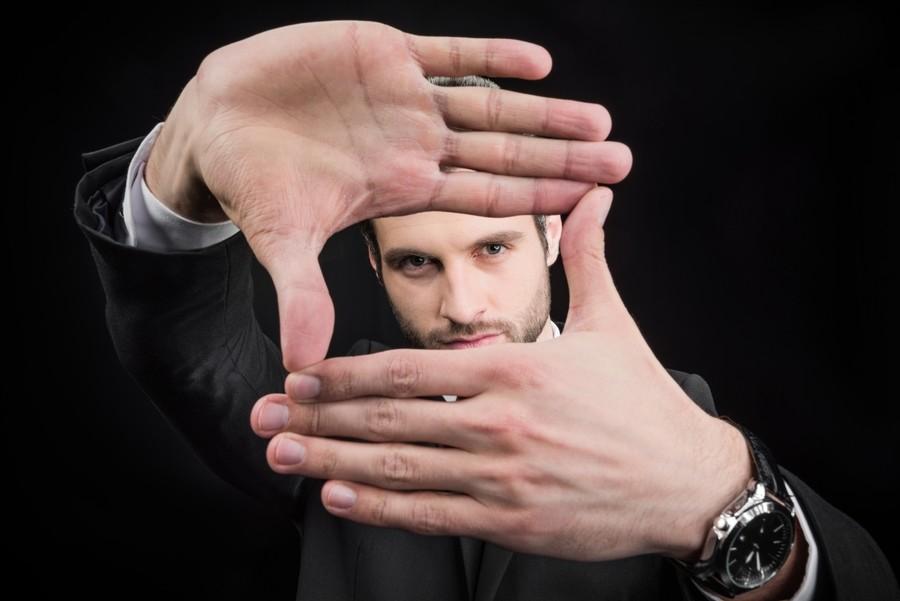 Пример фокусировки. Знак фокуса руками.