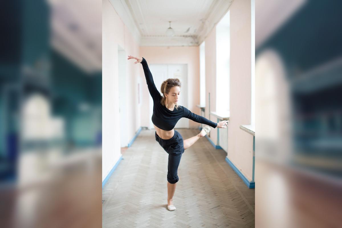 Естественный фотомонтаж на заказ, танцовщица исходник