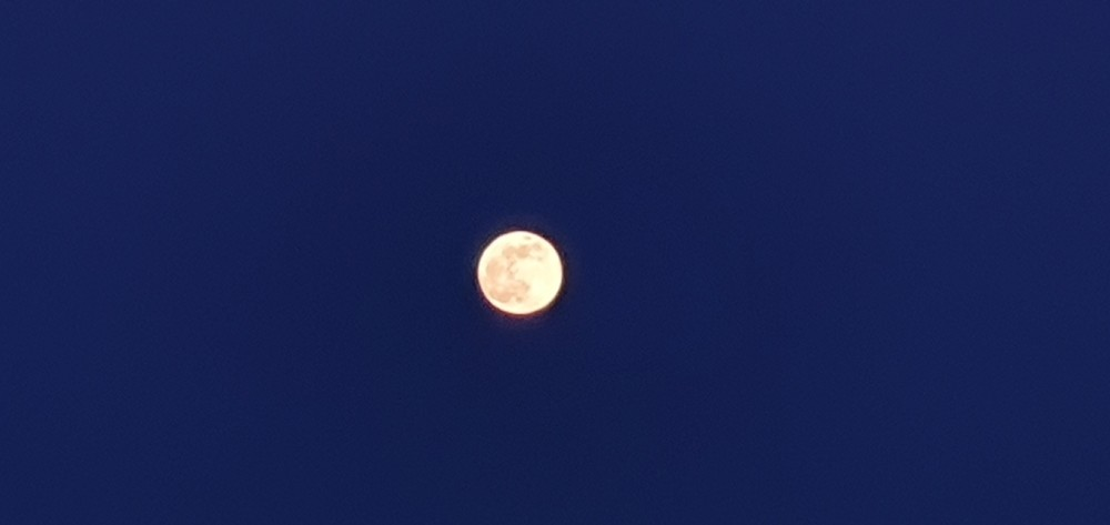 Пример съемки луны s10+ edge ночью